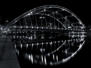 Black and White City Bridge Wallpaper Picture